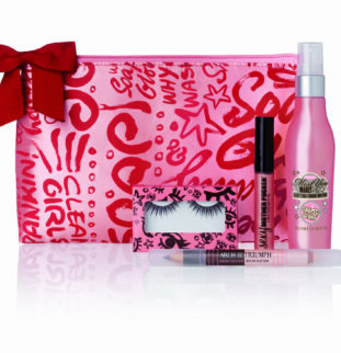 Time to get glam with DIY bridesmaids make-up kits