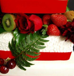 Designer wedding cake, budget-friendly price!