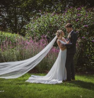 Elegant English Summertime Romance by Hannah Brooke Photography