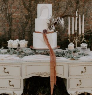 Vintage Glamour at The Dutch Barn, Willow and Rust Weddings