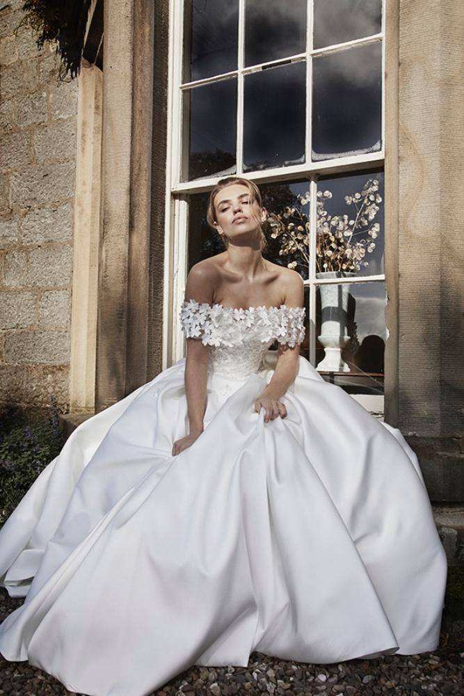 White Bloom-Blossom collar, Lyn Ashworth
