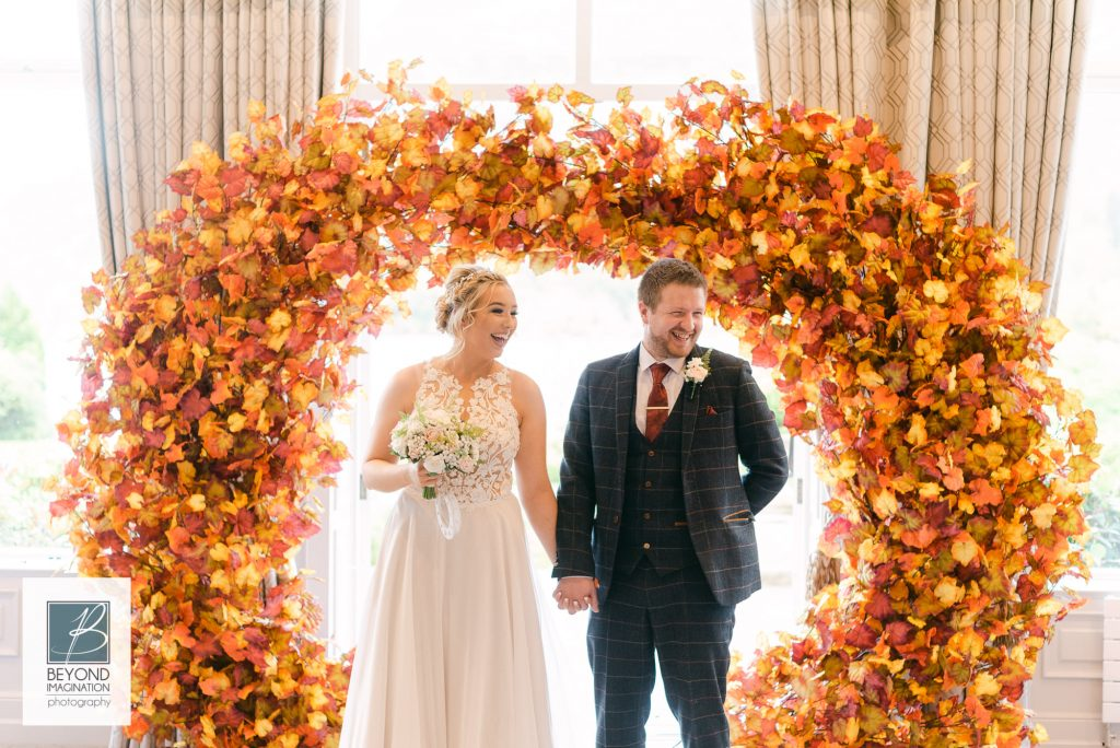 autumn-moongate-arch-inn-on-the-lake-wedding-ceremony